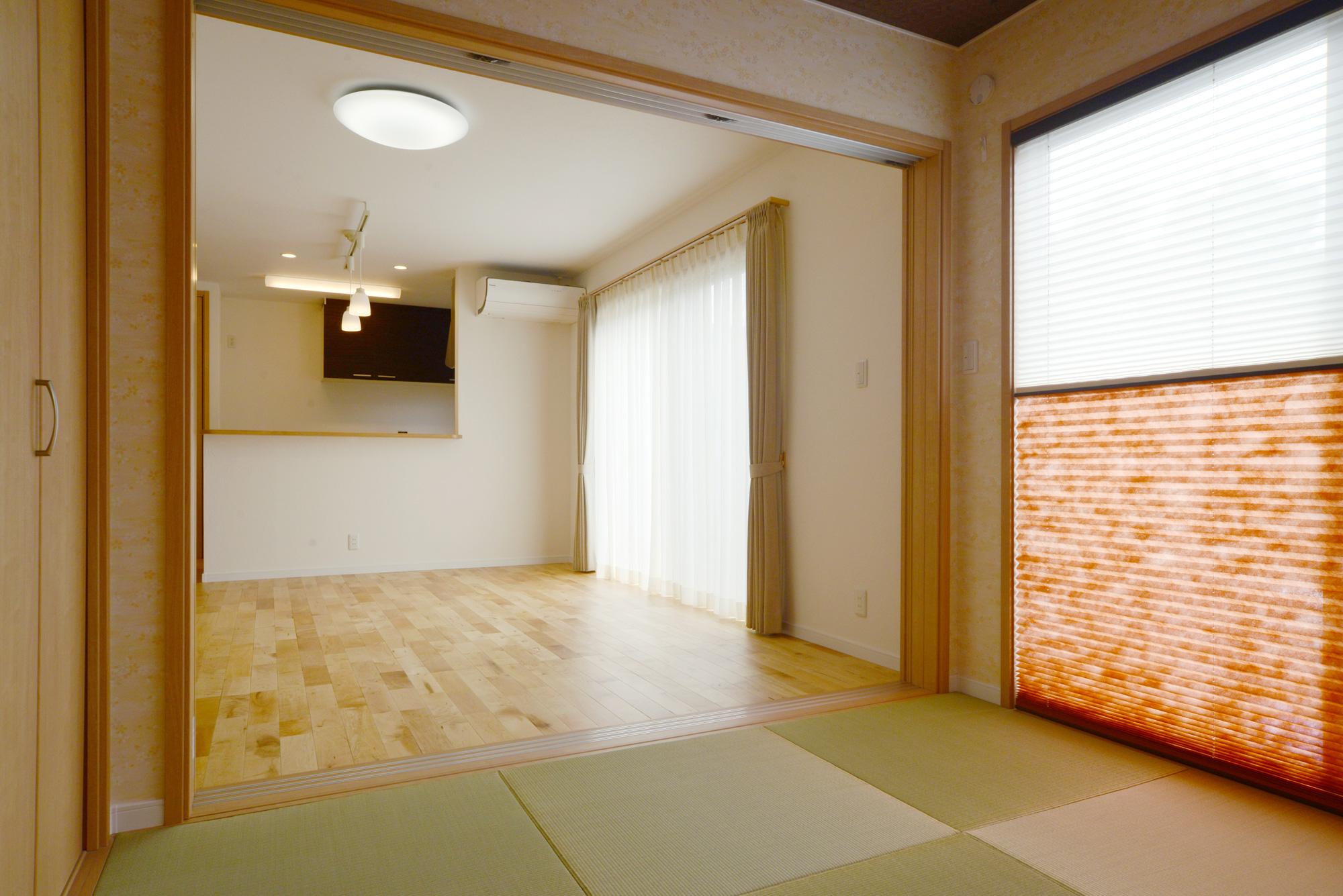 和室:モダンな和室は客間としてもリビングの続き間としても利用でき、和の心を思い起こします。