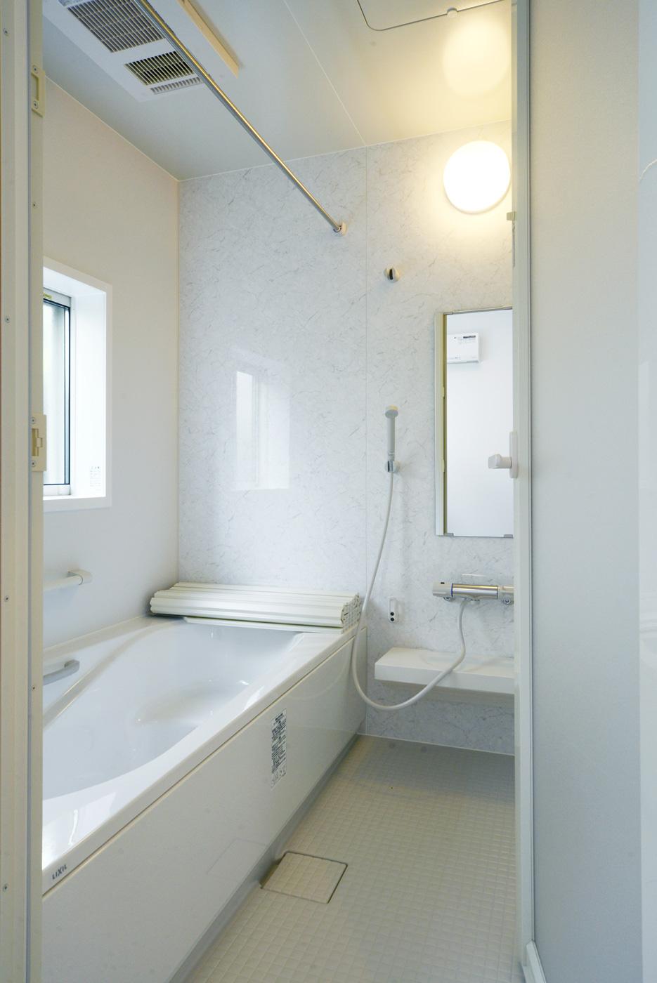 システムバス:浴室暖房乾燥機付きで洗面室までポカポカあったかおフロです。
