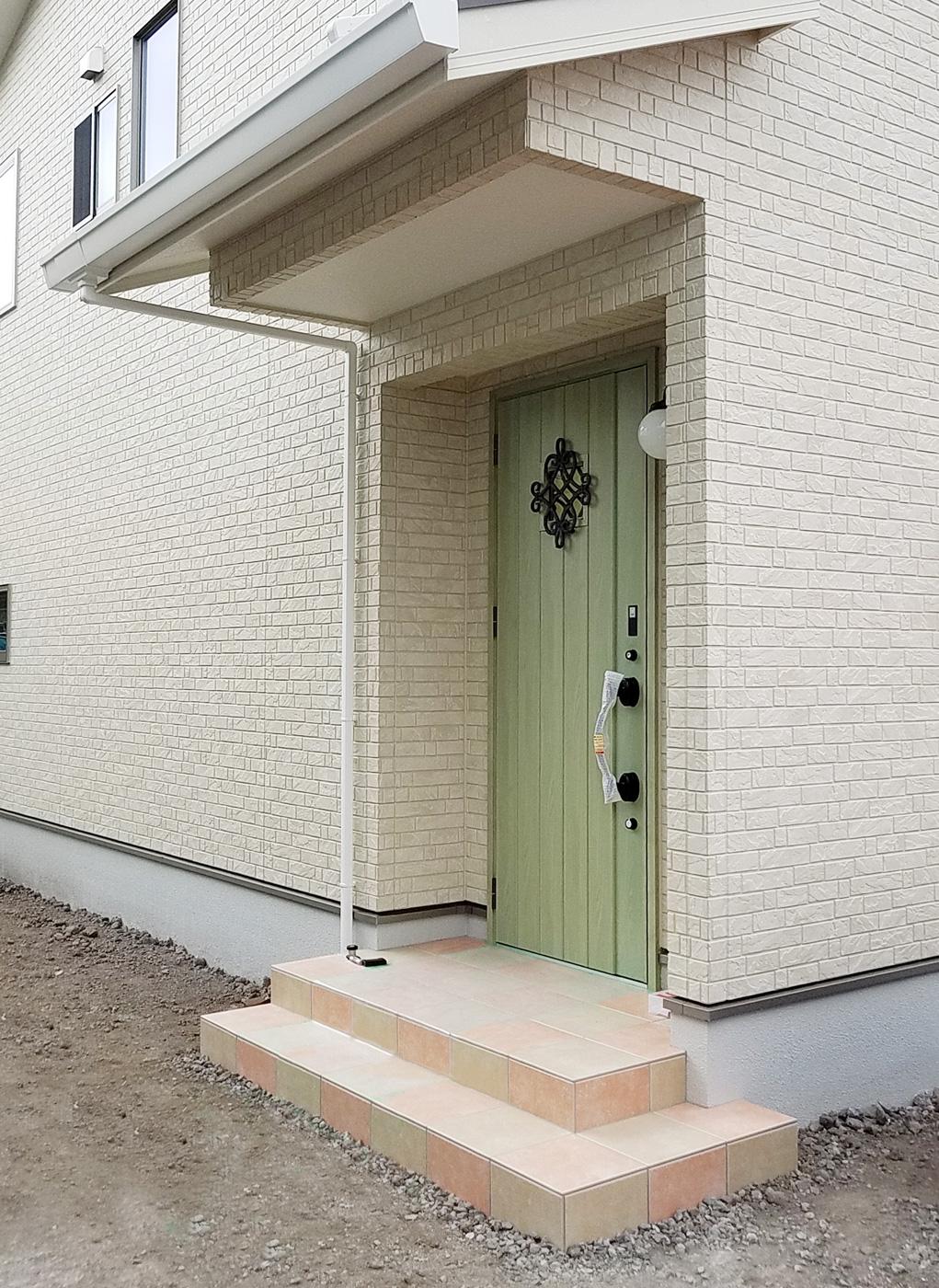 玄関ポーチは立体的な市松模様に挑戦しました。(ご主人様のこだわり)