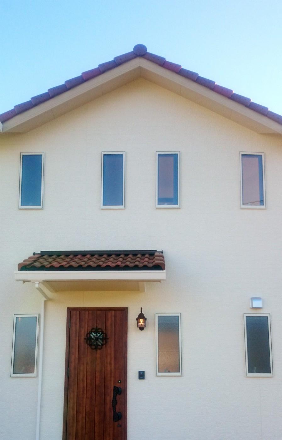 バランスよく配置された窓が建物全体のバランスも良くしてくれます。