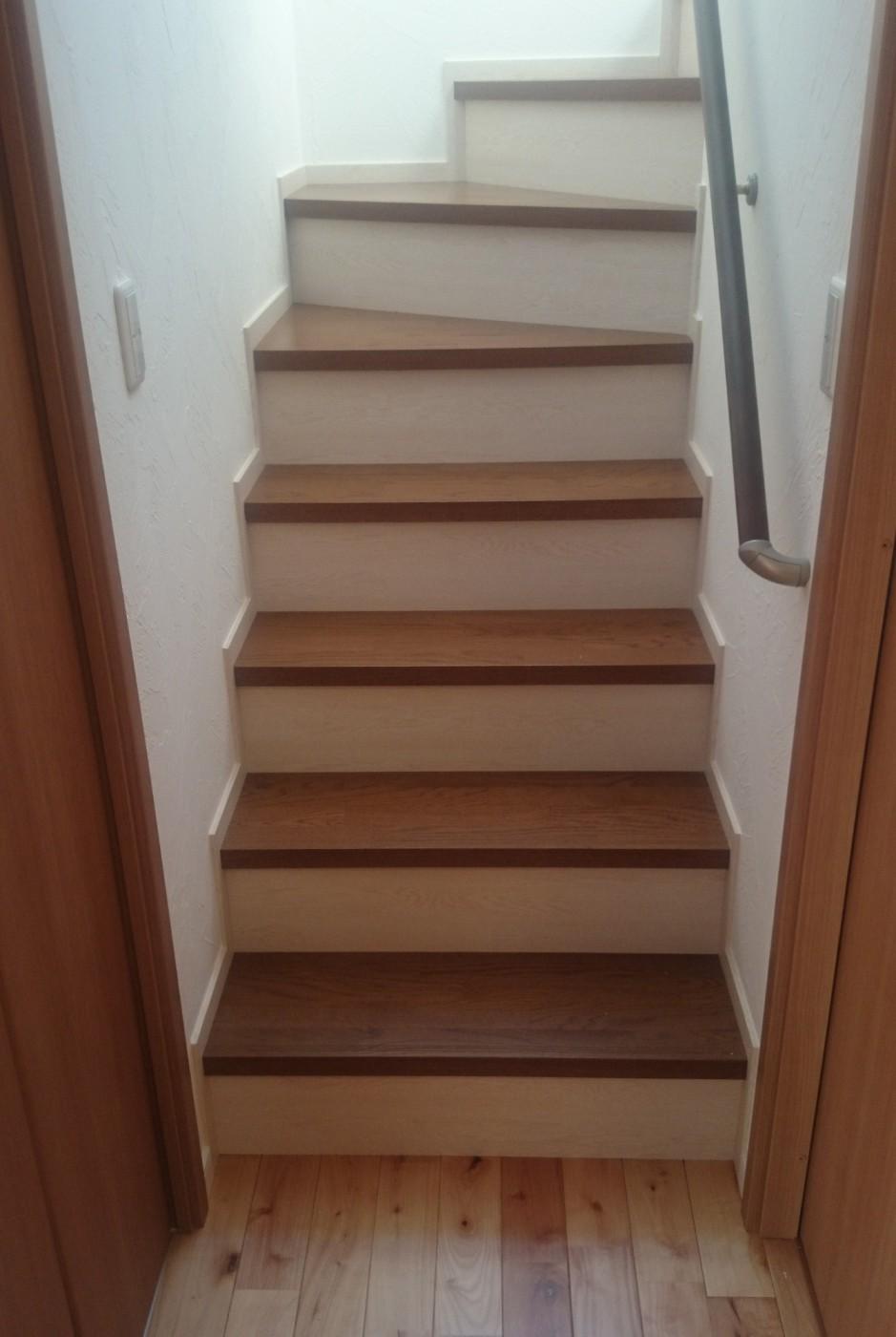 階段の色の貼り分けは奥様のこだわりです。