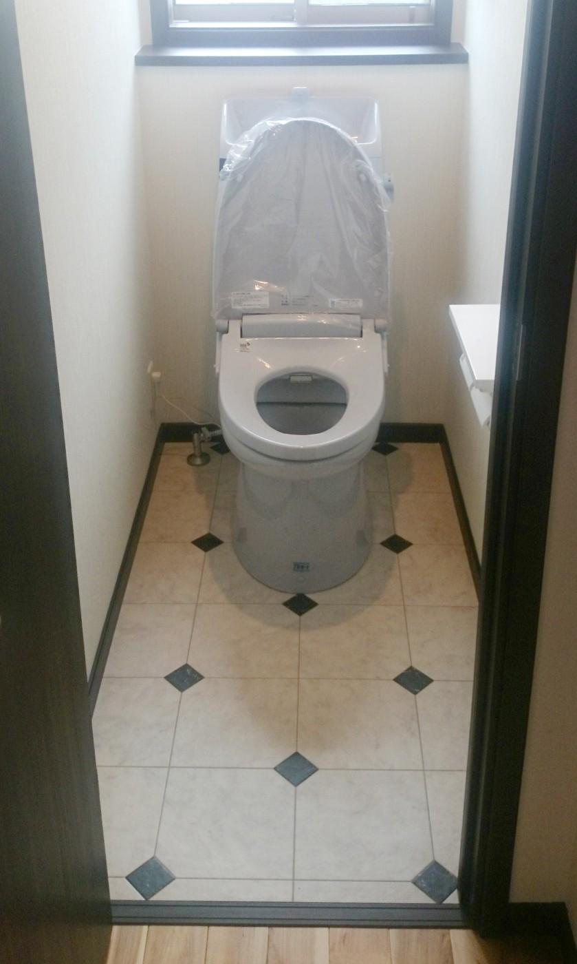 トイレの床は高級ホテルにあるようなデザインにしました。