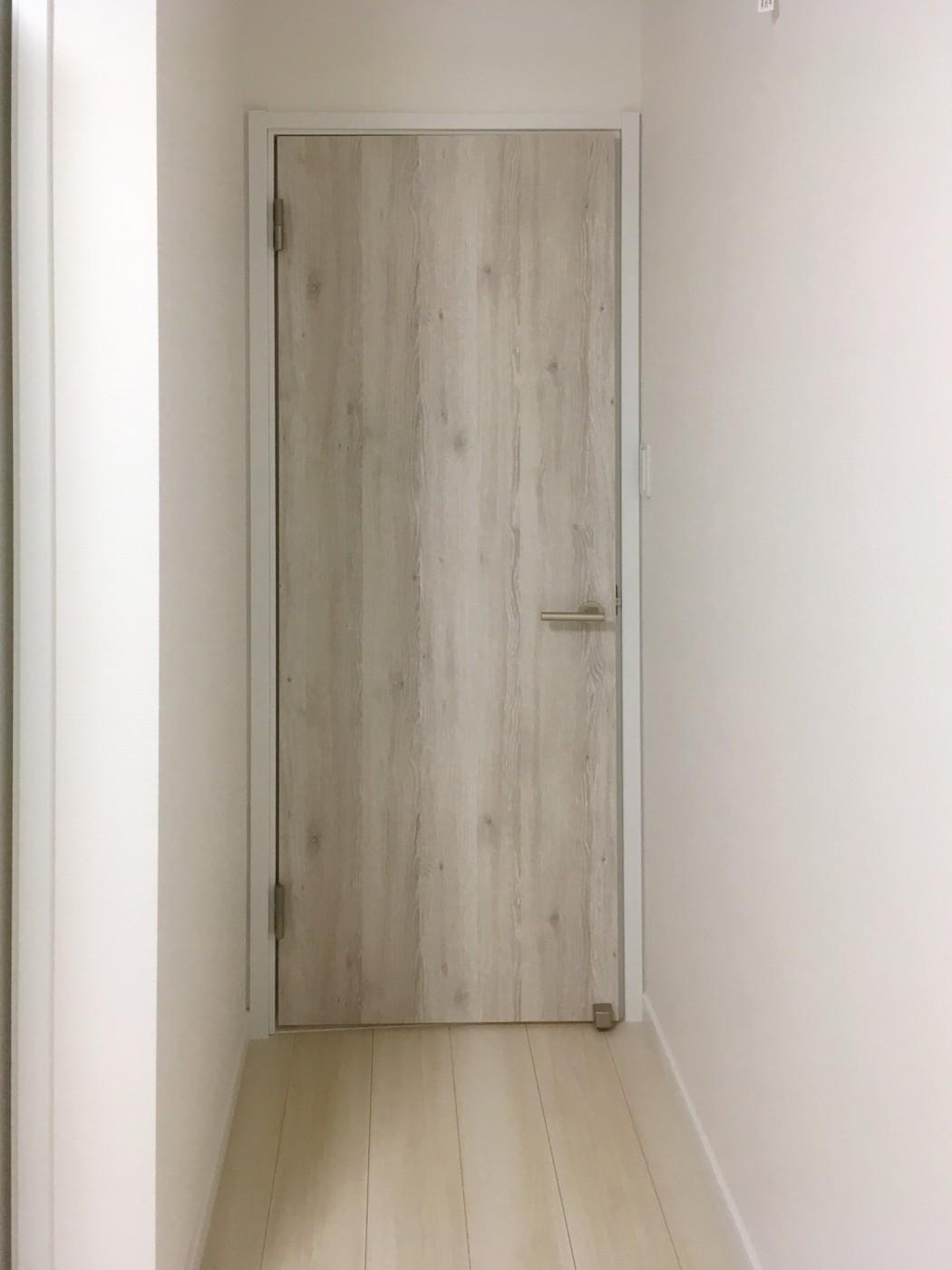 各部屋や廊下の床や、建具でかわいらしさを演出