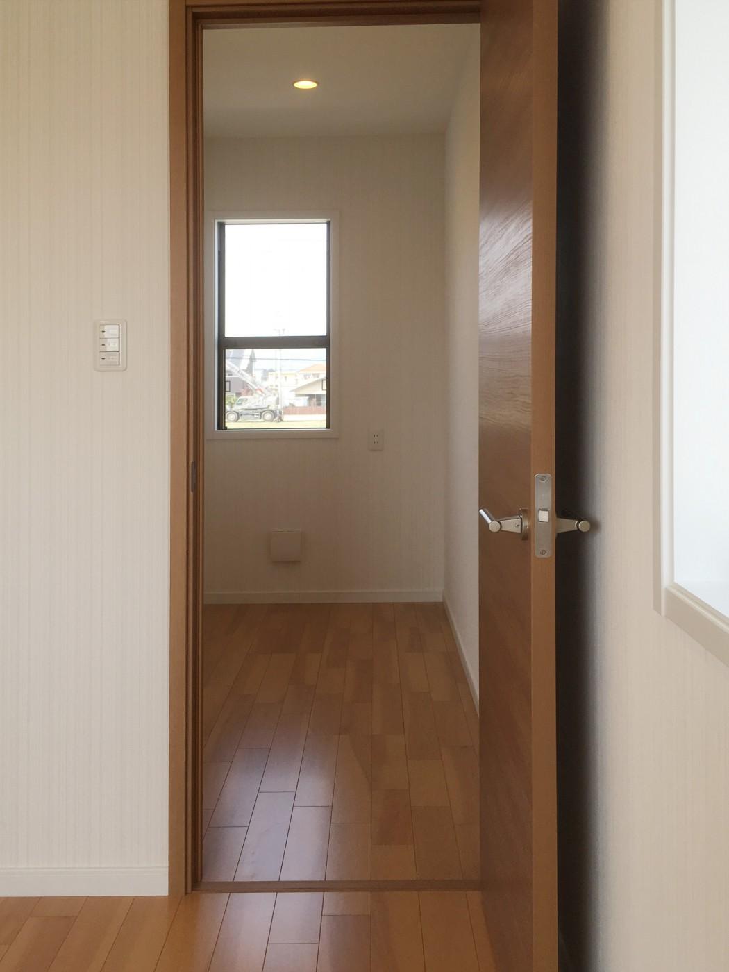 主寝室にはウォークインクローゼットとご主人のための書斎を併設