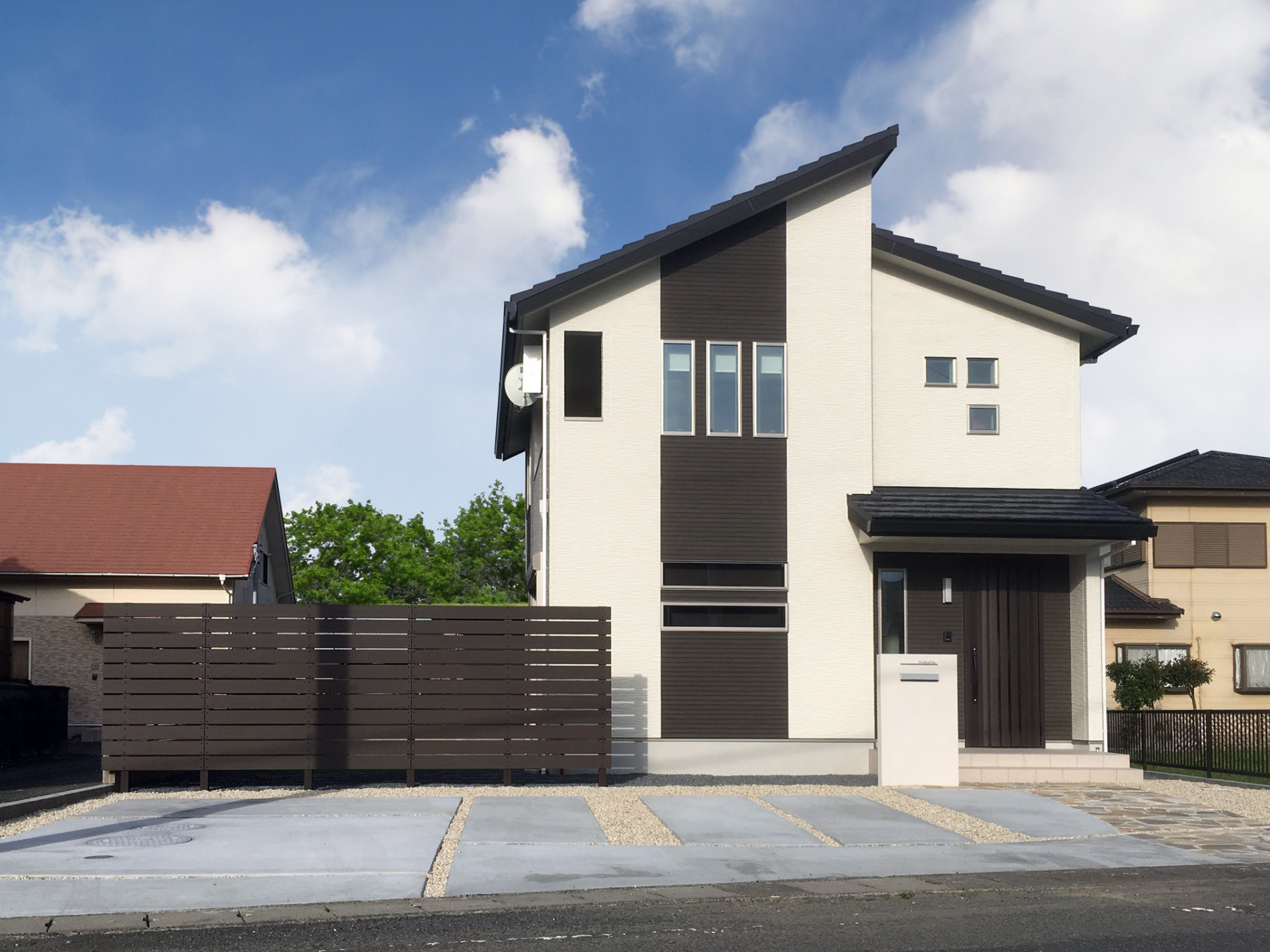 外観|駐車スペースとプライバシーを確保したお庭スペースをプランニング